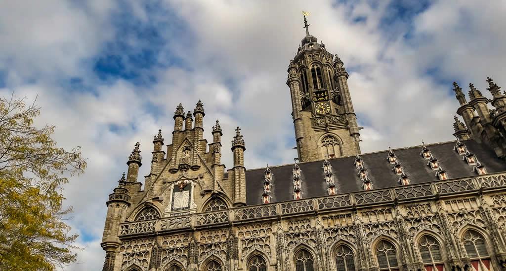 Bezienswaardigheden Middelburg: het stadhuis van Middelburg   Mooistestedentrips.nl