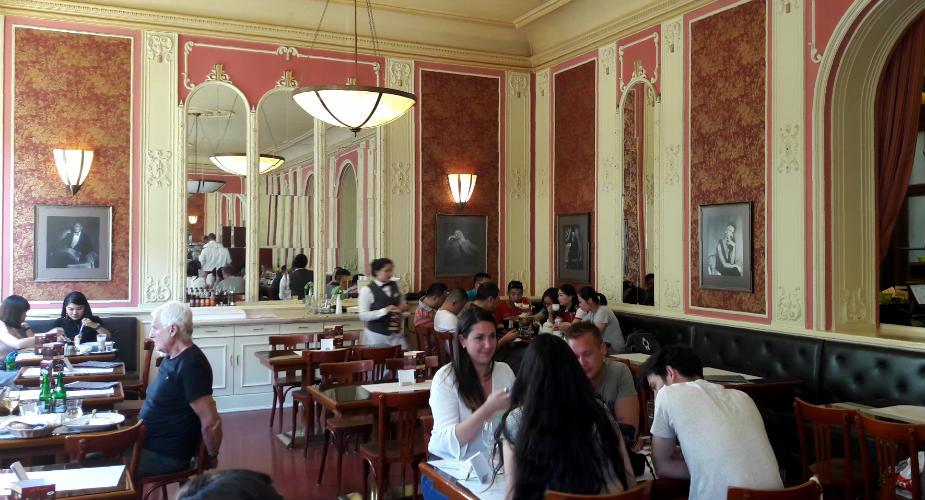 Café Louvre in Praag | Mooistestedentrips.nl