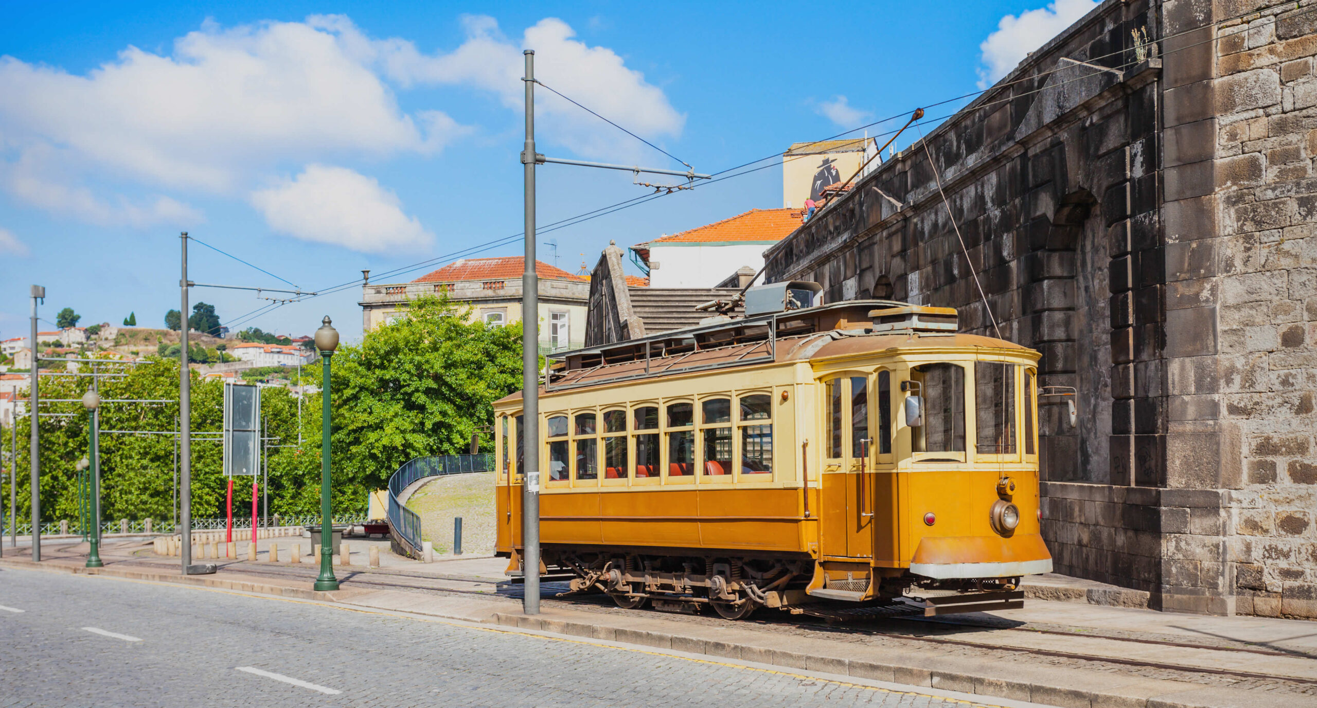 Stedentrip Porto: openbaar vervoer in Porto   Mooistestedentrips.nl