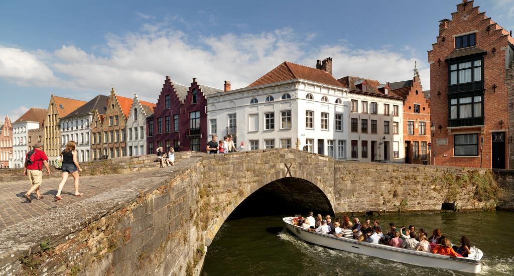 Zomer in Brugge: ontdek Brugge vanaf het water | Mooistestedentrips.nl