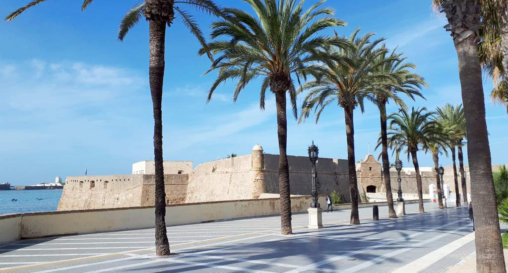 Strand Cadiz: Playa La Caleta, Castillo de Santa Catalina | Mooistestedentrips.nl